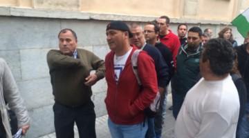 Andrés Bódalo, el día del juicio por el que ha sido condenado acompañado por miembros del Sindicato Andaluz de Trabajadores