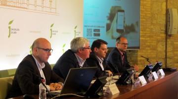 En la mesa presidencial, Bartolomé Cruz y Juan Fernández (en el centro) junto a Francisco Javier Cano, responsable del Departamento de Sistemas de Procesos Informáticos de Somajasa, y Pedro Talavera, responsable del Servicio del Departamento de Gestión de Clientes de Somajasa.