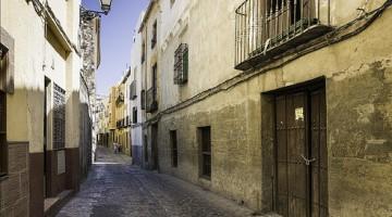 Una de las calles del barrio de San Juan en Jaén. FOTO: ARCHIVO