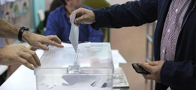 mujer-votando-ultimas-elecciones-generales_ECDIMA20140929_0017_16