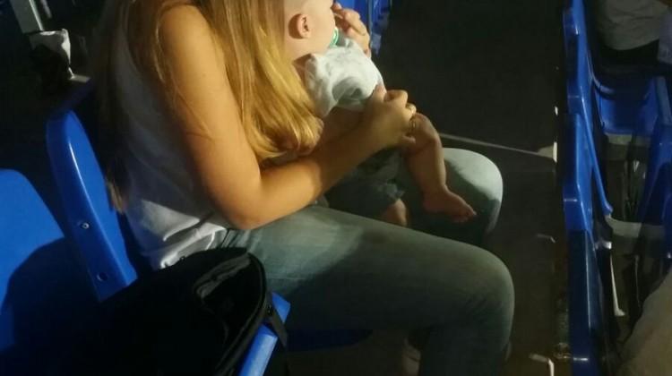 Una de las madres afectadas en una foto de Daniel Sánchez.