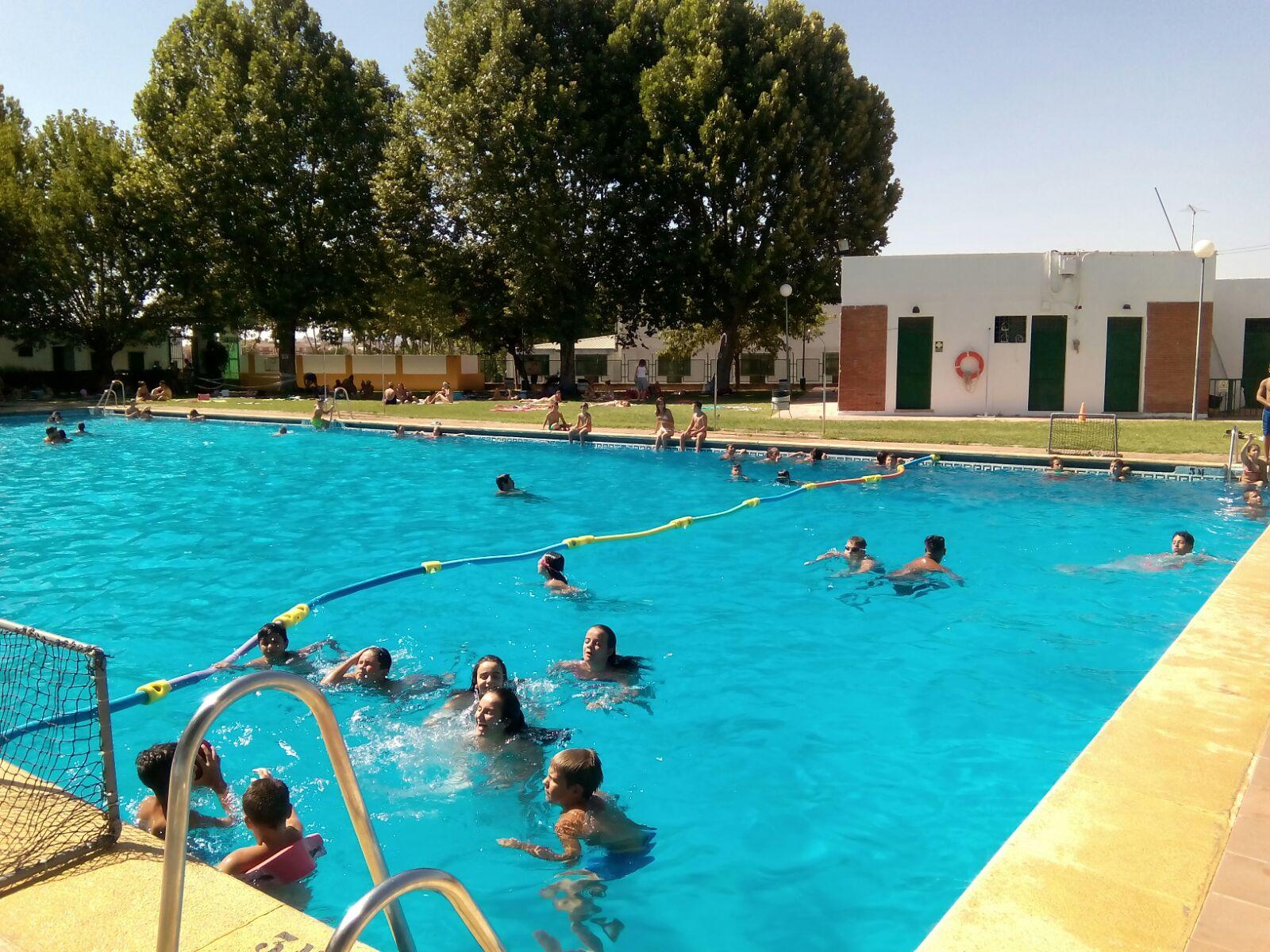La carolina se suma a beda y abrir la piscina municipal for Piscina jaen