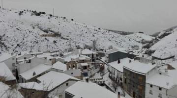 Imagen de Santiago-Pontones cubierto por un manto blanco. FOTO: @DescrubreSantPont