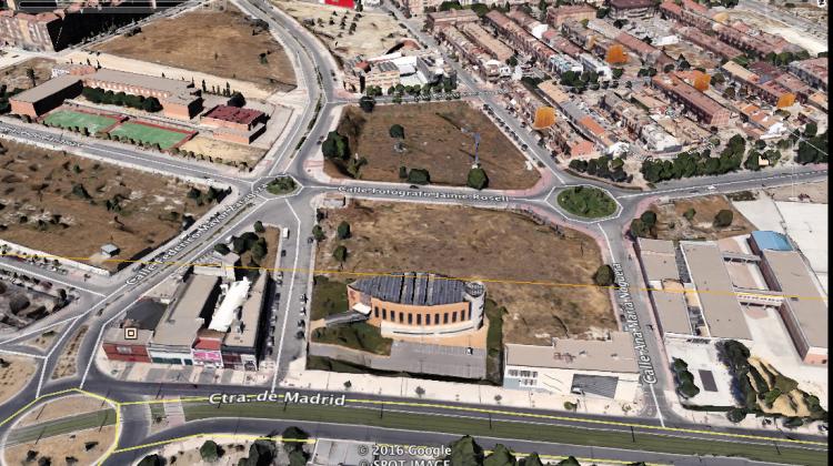 Imagen de Google Earth de los terrenos que ofrece el ayuntamiento junto a la Cámara de Comercio de Jaén. FOTO: GOOGLE EARTH