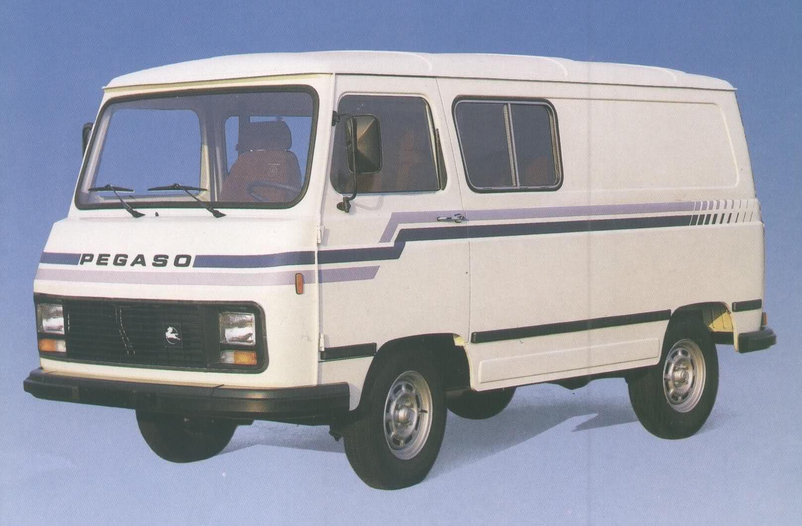 La furgoneta Sava Pegaso J4, evolucionó en sus conceptos sin dejar de ser un vehiculo de carga y trasporte de pasajeros.