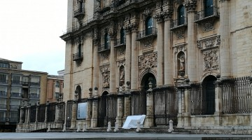 Lona de la Catedral caída por el viento. FOTO: @symbel30