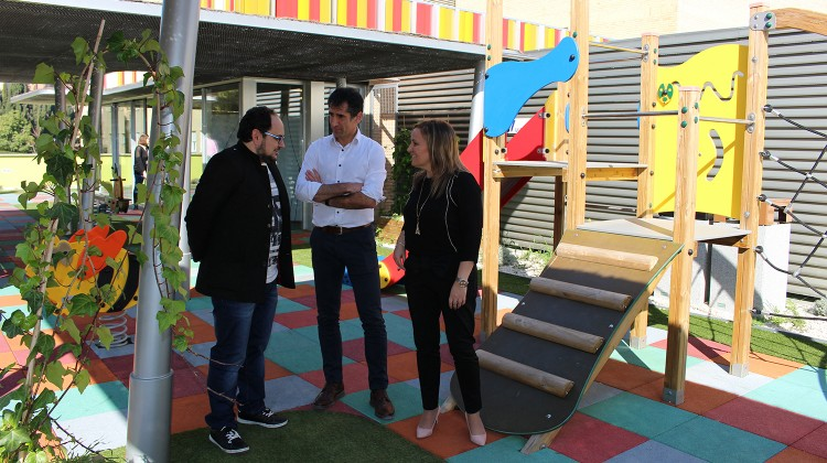 La vicepresidenta de la Asociación, Yolanda Montoro; junto al arquitecto Antonio Sánchez y el cineasta Luisje Moyano.