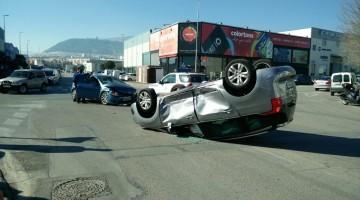 Imagen del accidente en la calle Huelma. FOTO: ALFONSO MUÑOZ (@SSOOASIR)