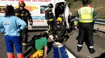 Imagen del accidente de la A-44. FOTO: BOMBEROS DE JAÉN
