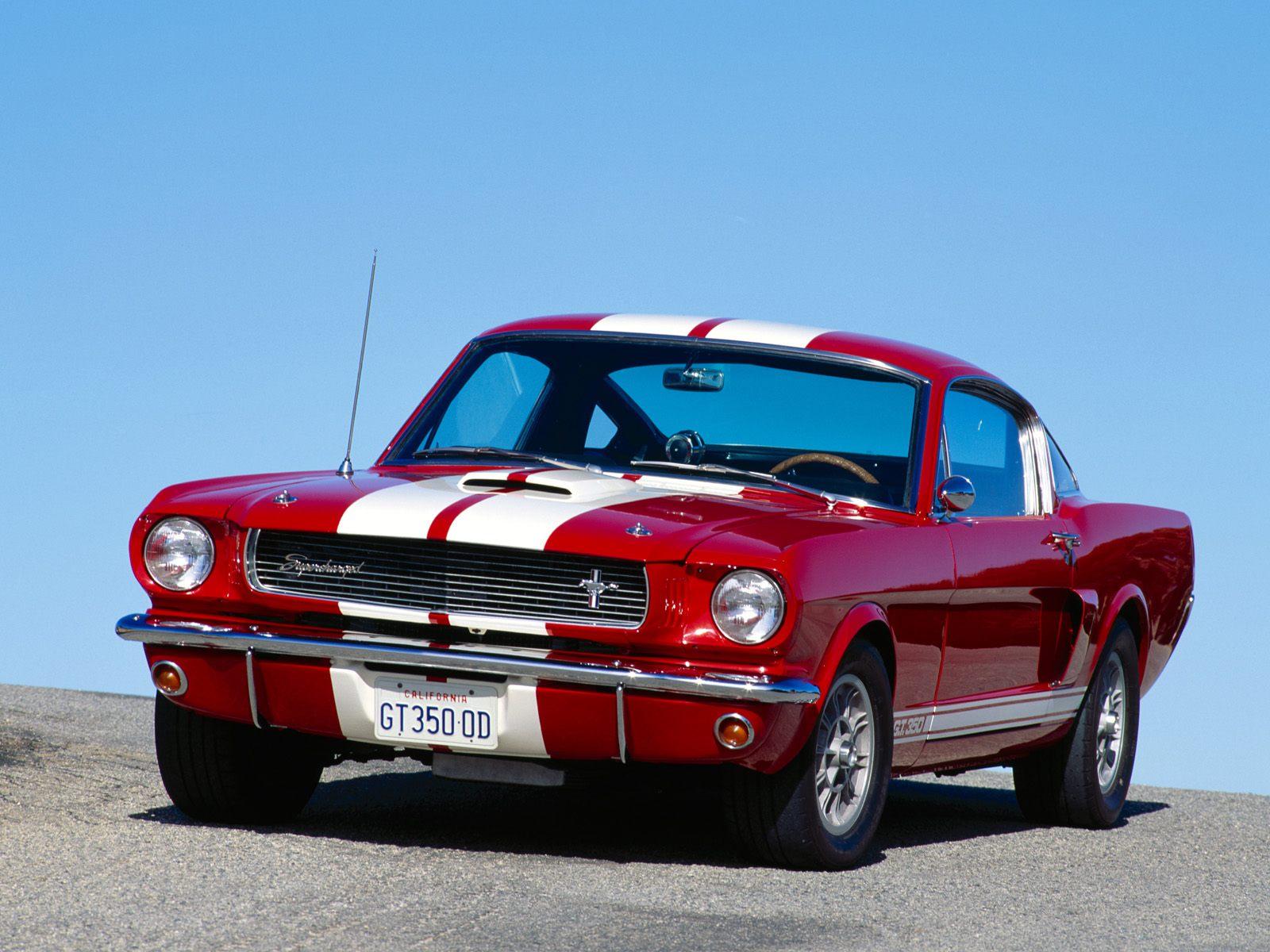 El Ford Mustang nació para ser un superdeportivo completo ofreciendo prestaciones y competir en los circuitos.