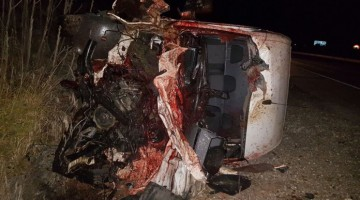 Imagen de la furgoneta tras el siniestro con los caballos.