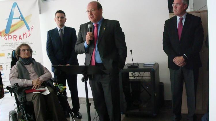 El alcalde de Jaén en primer término junto con el secretario de Estado de Hacienda, José Enrique Fernández de Moya, a la derecha de la imagen.