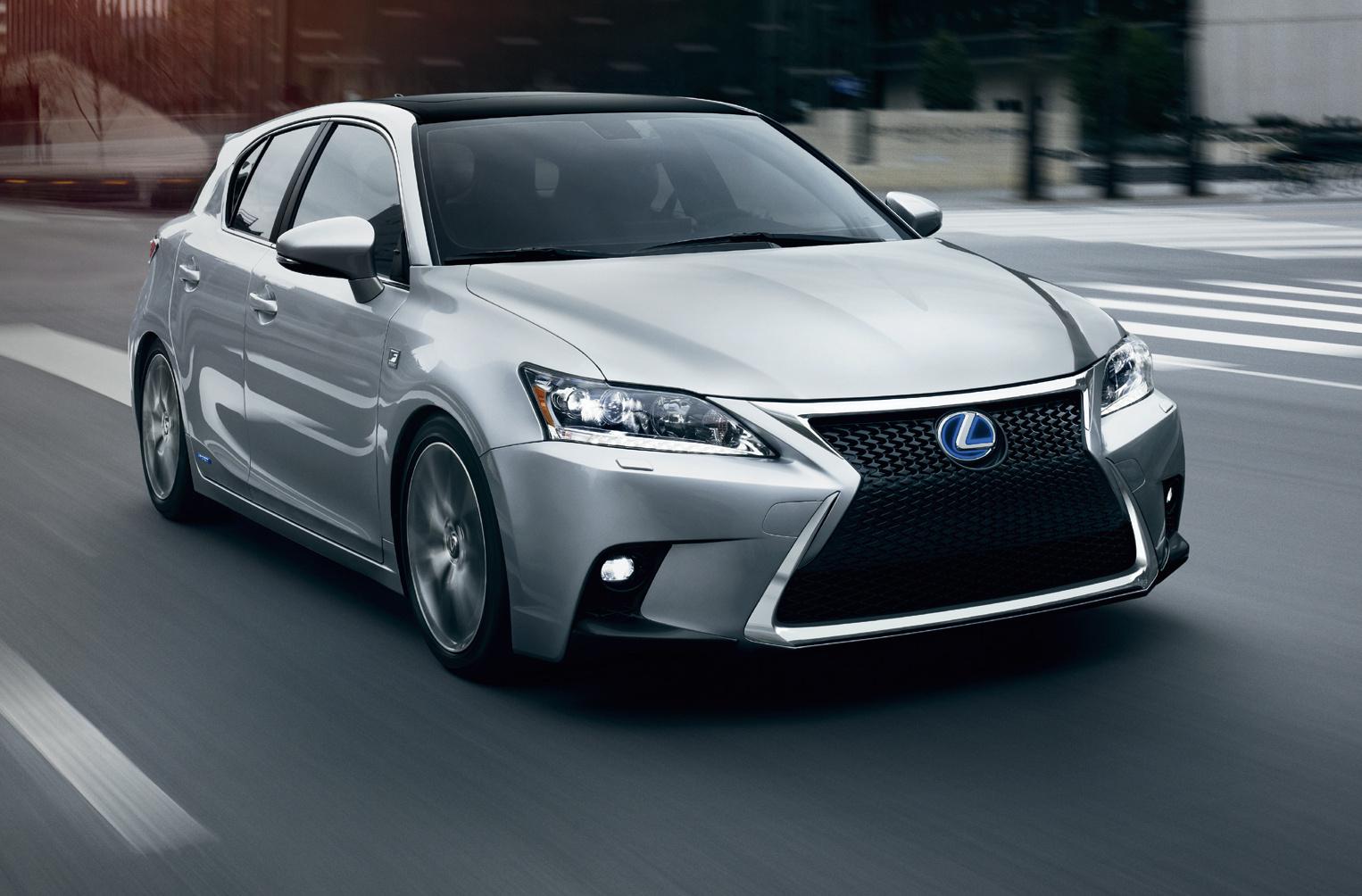 Más equipamiento y tecnología con ligeros retoques en los materiales que realzan el diseño deportivo de este compacto hibrido de Lexus.
