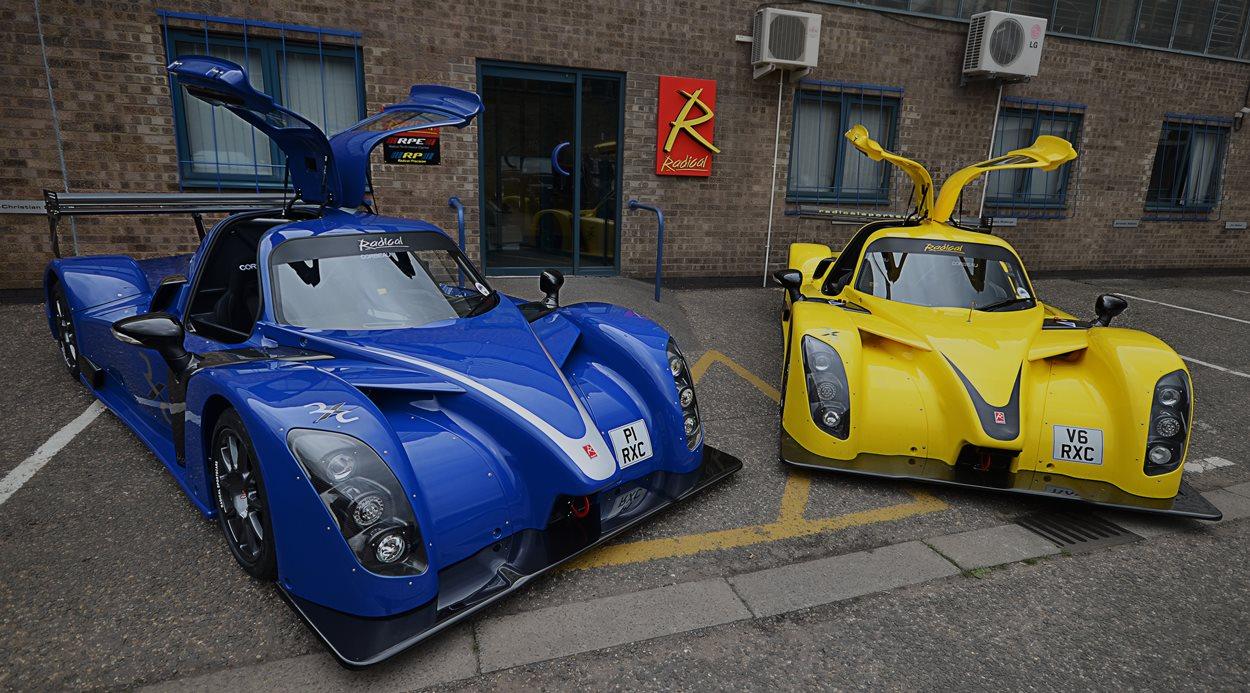 Radical absoluto, un coche de carreras-cliente solo apto para conductores consumados que tengan dotes de pilotaje de competición