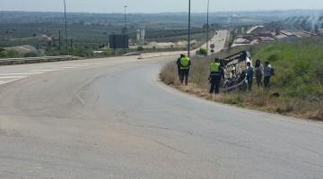 Estado en el que ha quedado el vehículo. FOTO: Policía Local Bailén