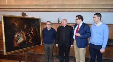 El Dean de la Catedral, junto al gerente de la Fundación Caja Rural y el restaurador, junto al cuadro.