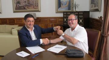 20170612 Reyes entrega las llaves de la nueva sede de Mensajeros de la Paz a Julio Millán
