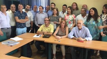 Patronal, sindicatos y administraciones tras la firma del nuevo convenio de la hostelería.