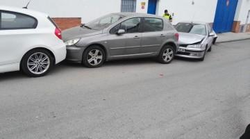 Tres de los cinco vehículos que se vieron afectados. FOTO: Policía Local de Andújar