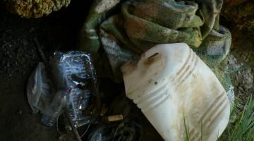 Basura recogida por el G.E.V. en una cueva de Jaén