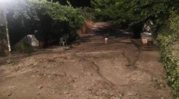Inundaciones de agua y barro anoche en Cazorla. FOTO: Juanra Martínez