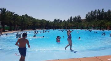 Hoy la piscina de Las Fuentezuelas ha celebrado la Feria del Agua con más de 300 niños.