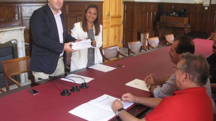 20170810 Diputación de Cádiz entrega dossier paisajes de olivar