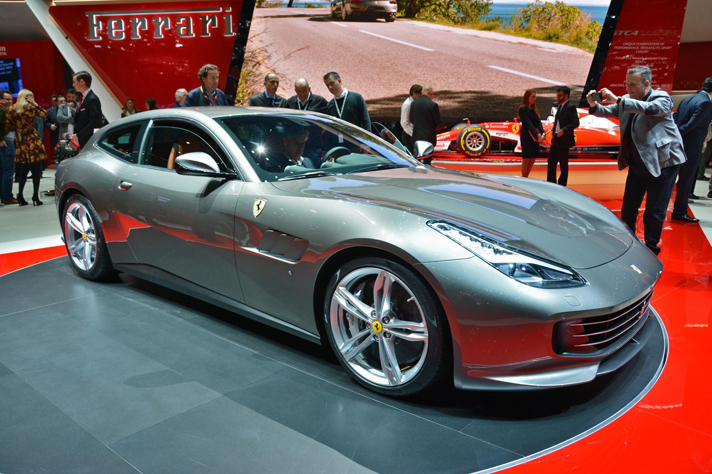 Cuatro plazas, tracción cuatro y diez en todo lo demás para el Ferrari GTC4 Lusso.
