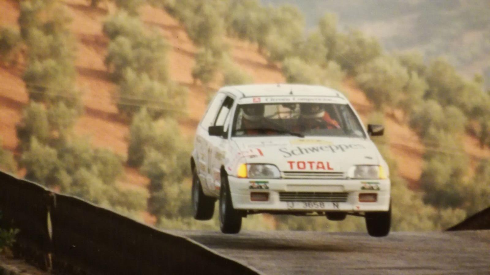 Nuestro especialista del motor, Javier Lacarra, en su debut como copiloto en el Rally de Linares de 1991 a bordo del AX Grupo A de la copa Citroen de Andalucía.