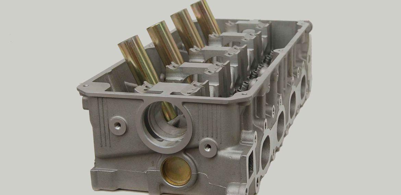El bloque motor es la parte que aloja los cilindros y cigüeñal, además de otras piezas que forman un motor de combustión interna.