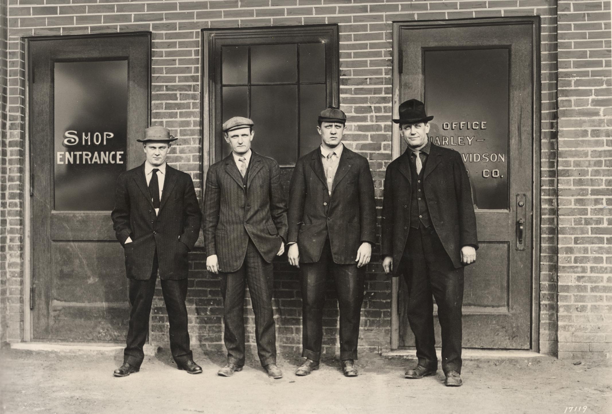 Los hermanos William, Walter y Arthur Davidson junto con Bill Harley fueron los fundadores de Harley-Davidson Motor Co.