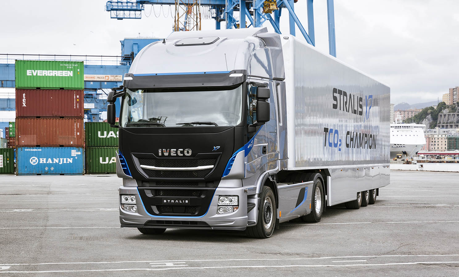 """El Iveco Stralis es un camión """"Made in Spain"""" dotado de las mejores tecnologías y mecánicas eficientes para el trasporte de largas rutas."""