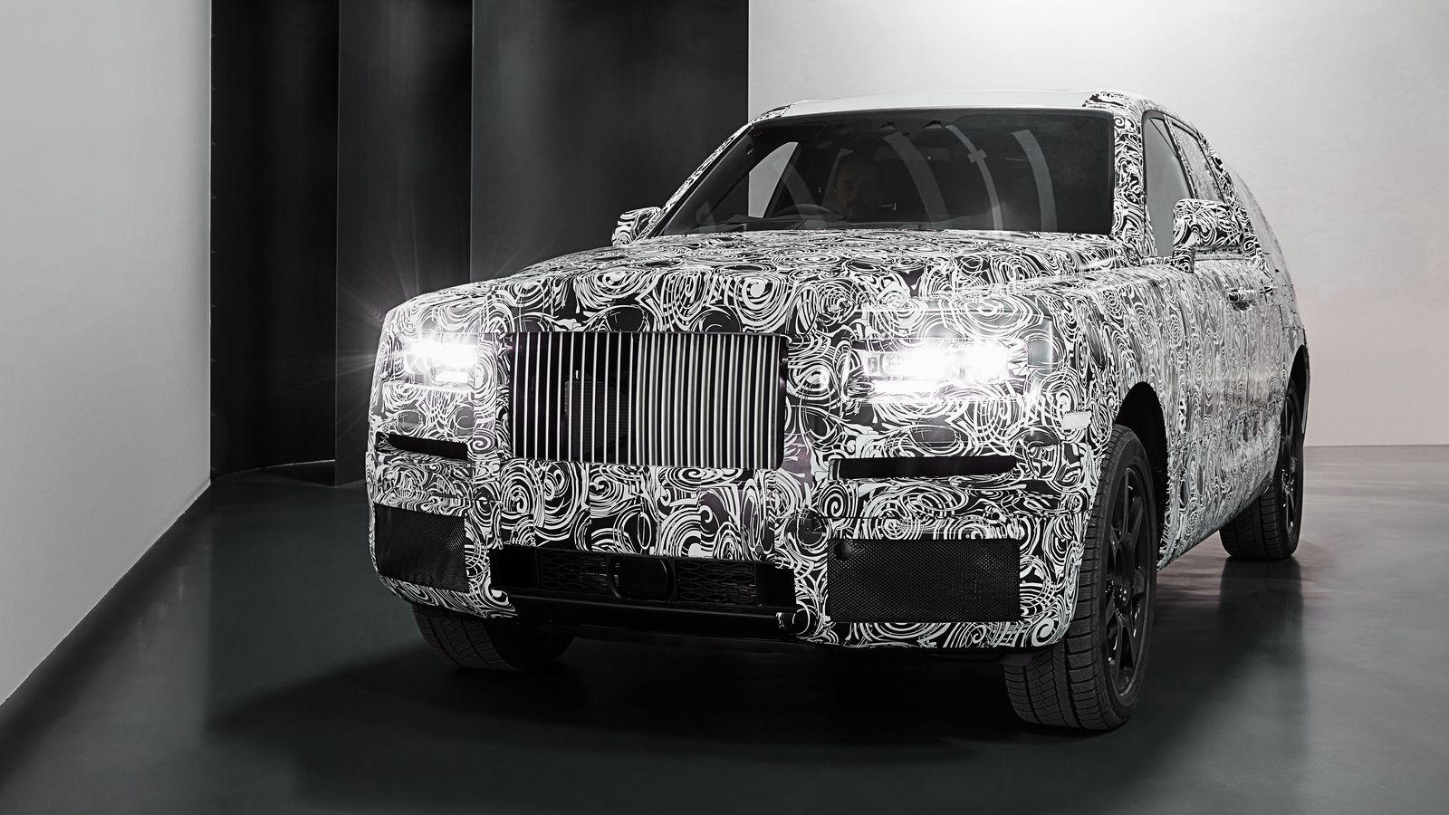 La realidad cercana del Cullinan, introduce a Rolls-Royce en el segmento de los SUV, rodeando de lujo al modelo y a todos los caminos.