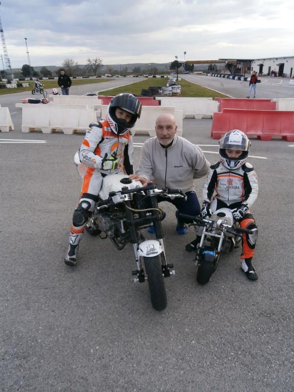 Jesús Torres y Nano Calahorro, en el circuito de Villafranca, junto a Javier Lacarra de HoraJaen Motor&Sport.