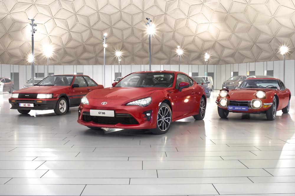 Más deportivo y equipado con un comportamiento y estética renovados que aparece en el nuevo Toyota GT 86 2017.