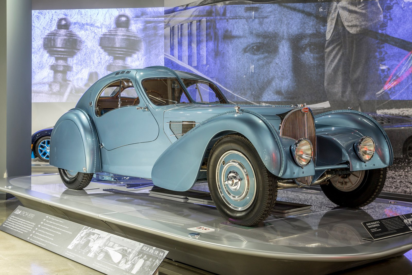 Lujo revolucionario para la época el de este clásico de Bugatti que marco tendencias exclusivas.