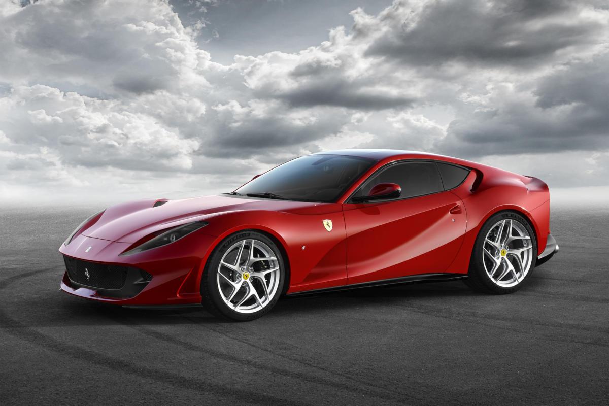 El Ferrari 812 Superfast añade locura y potencia en dosis exageradas para celebrar los 70 años de la marca italiana del Cavallino.