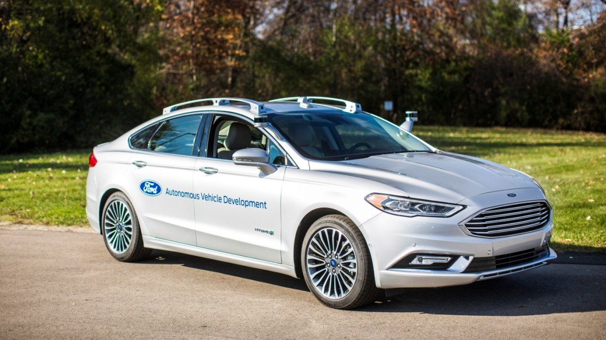 El Ford Mondeo se suma a la tendencia híbrida y suma a su ya exitoso modelo el equilibrio entre rendimiento y bajos consumos con esta versión.