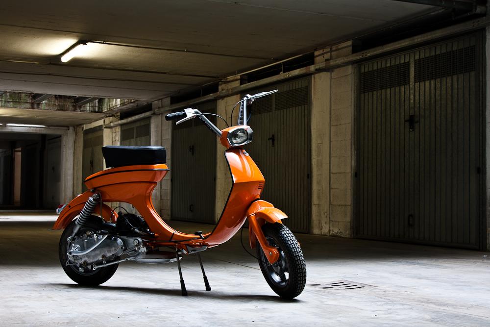 La Lambretta Lui, que traducido quiere decir Luna, apareció en la época donde la situación económica era complicada y fue un scooter de bajo precio destinado a paliar la crisis.