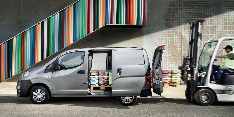 La Nissan NV200 se convierte en la combinación perfecta entre un Monovolumen y un vehículo comercial de carga y trabajo.