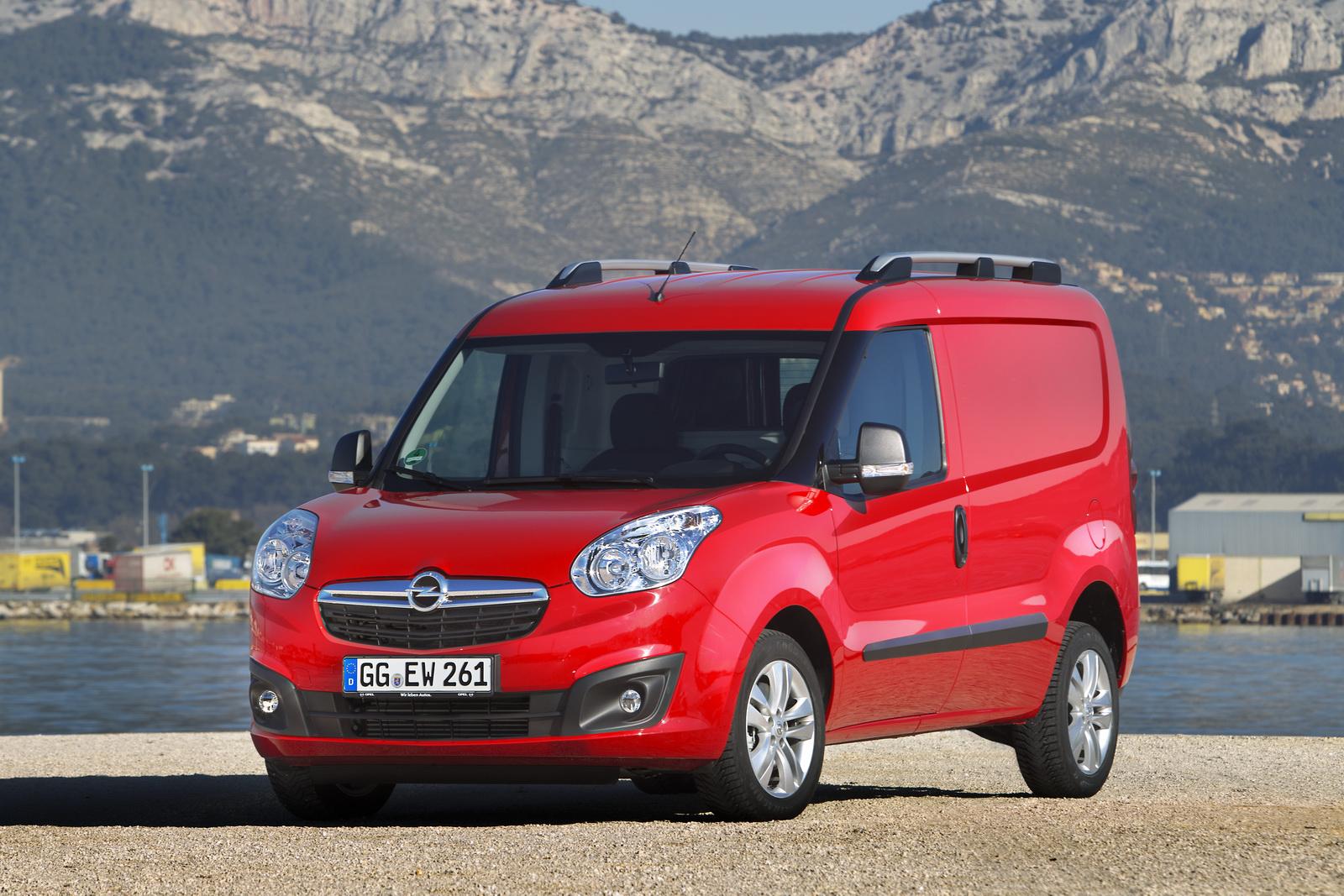 Sin cambios relevantes en su aspecto, cuenta con un completo equipamiento y nuevos motores eficientes de bajo consumo y emisiones contaminantes.