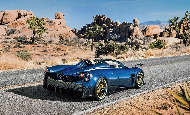 Deportividad, diseño y ligereza para el Pagani Huayra Roadster, que se convierte en ese amor imposible, salvo para los cien afortunados que disponen de más de dos millones de euros para soñar bajo el cielo.