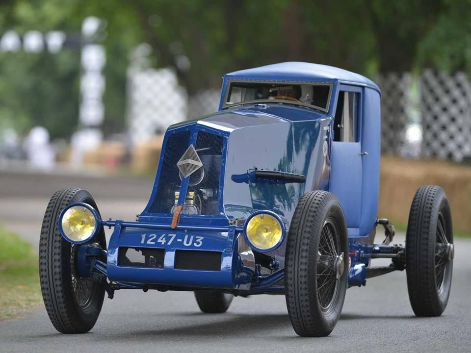 El Renault 40 CV marco la historia de la marca francesa en los años 1911 y 1928, con récord de velocidad y resistencia relevantes para su época.