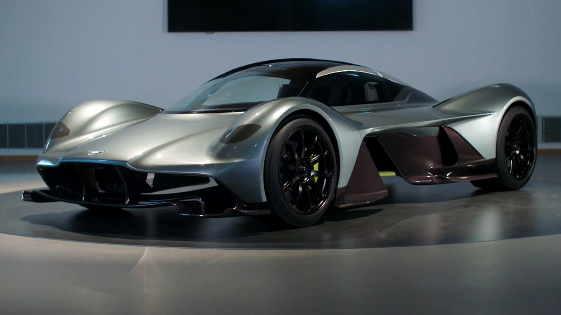 La unión entre Aston Martín y Red Bull ha engendrado un hiperdeportivo de diseño exclusivo y futurista capaz de volar en los circuitos y recorrer las carreteras.