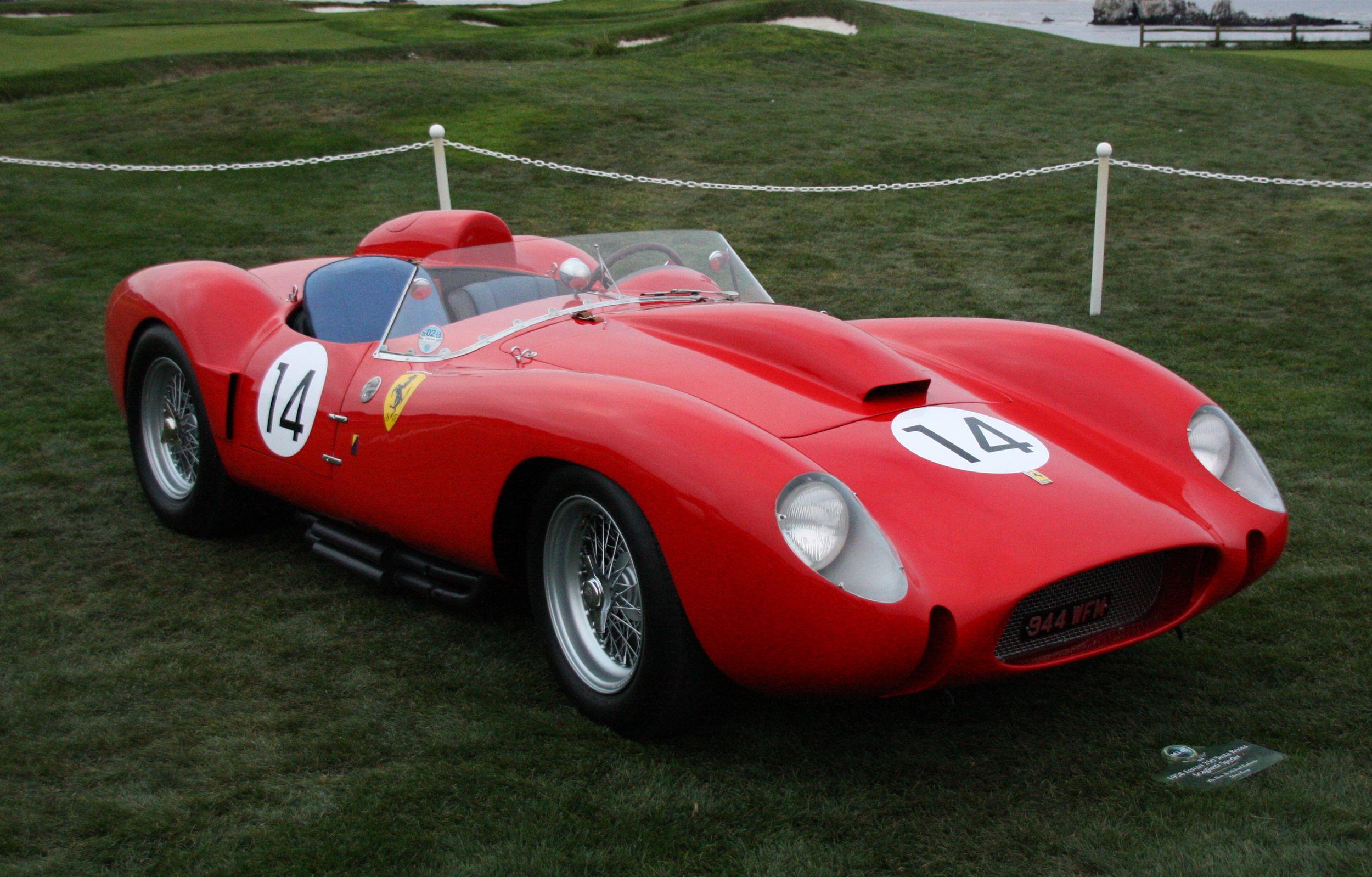 El Ferrari 250 Testa Rossa fue un deportivo referente en la competición y el coche de carreras con el que la marca participaba de forma oficial y suministraba a los equipos privados.