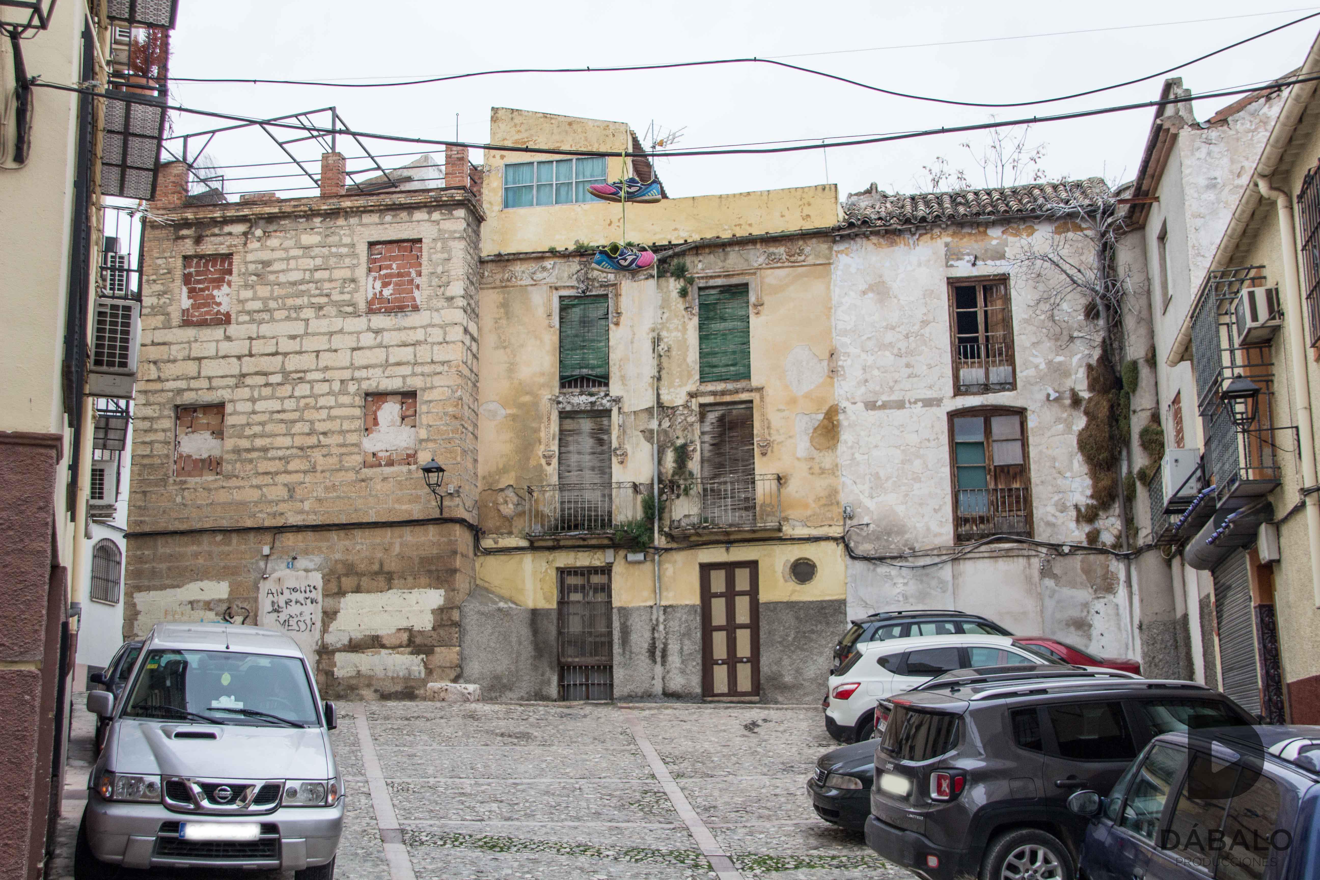 FOTO 10: Plaza de San Miguel, edificios en ruinas.
