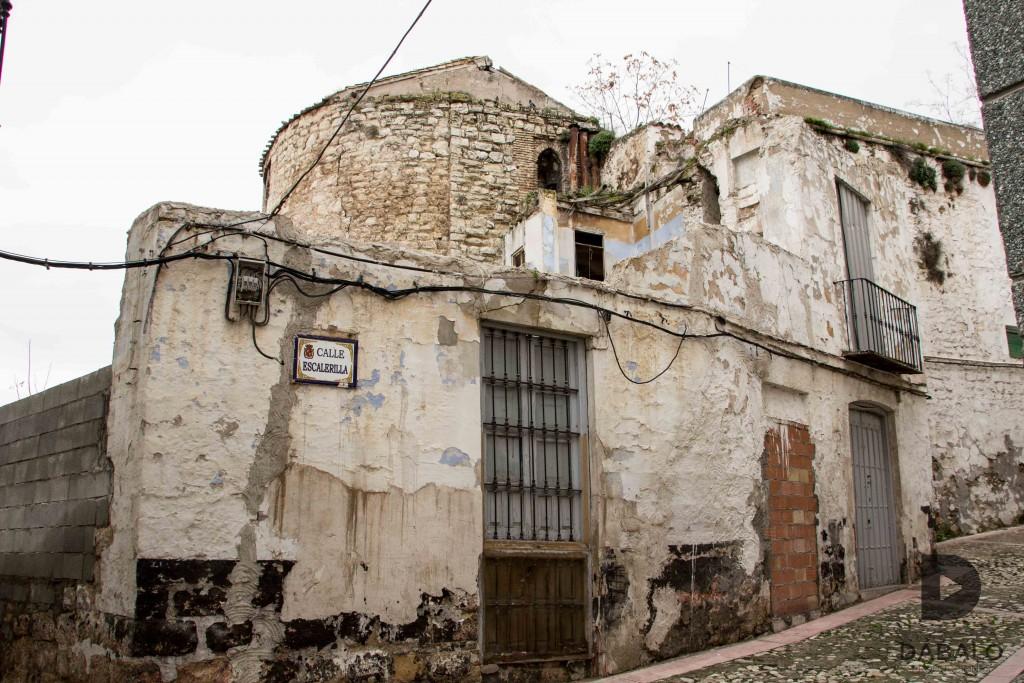 FOTO 11: Calle Escalerillas, las ruinas de la Antigua Iglesia de San Miguel se apoderan del entorno. Estremecedor lugar.