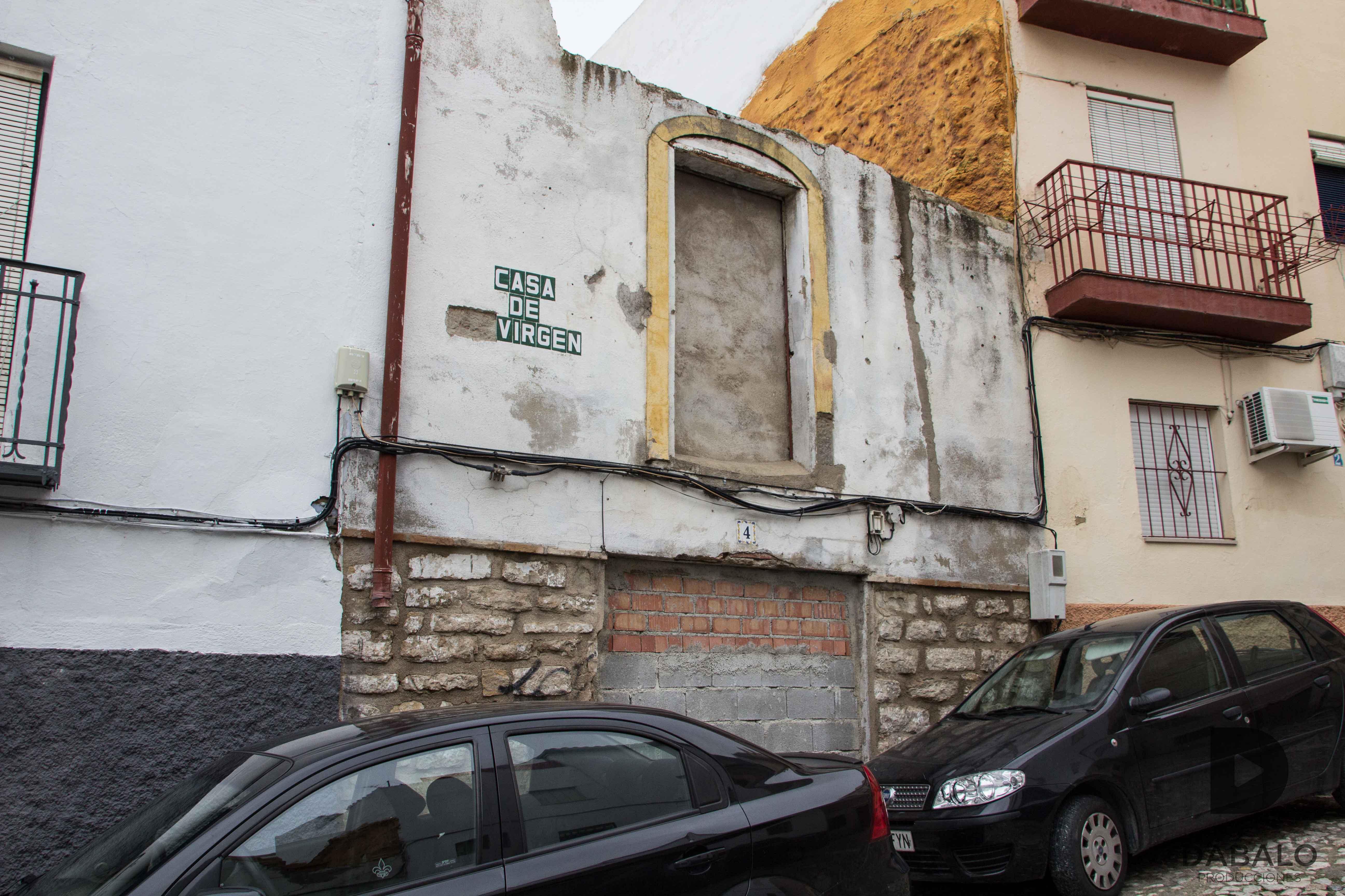 FOTO 12: Casa abandonada en las callejuelas de La Magdalena.