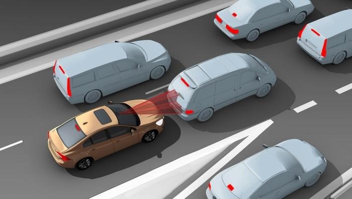 El AEB o freno de emergencia es un sistema autónomo que detecta y reacciona ante un posible accidente cuando el que conduce reacciona de forma lenta o inadecuada.