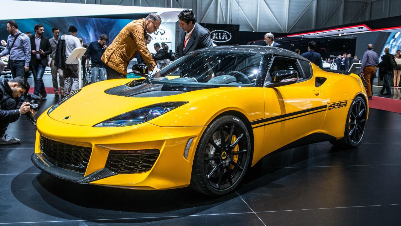 El Lotus Evora Sport 410 es la versión que rinde homenaje a James Bond, agente secreto que como el Lotus esconde mucha historia cinematográfica y exclusividad.